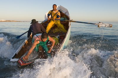 smallscale_fishers_1_paternoster_crayfishers_rowing_the_waves_low_res