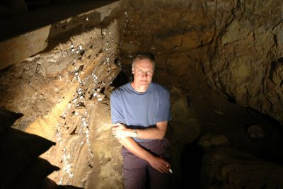 henshilwood-in-blombos-cave-400-res
